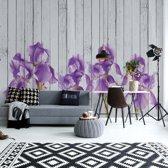 Fotobehang Wood Planks And Purple Flowers Vintage Chic | VEXXL - 312cm x 219cm | 130gr/m2 Vlies