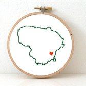 Lithuania borduurpatroon - geprint telpatroon om een kaart van Litouwen te borduren met een hart voor Vilnius  - geschikt voor een beginner