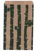 Papieren zakjes 15x22 cm bruin met groene uiltjes 50 stuks