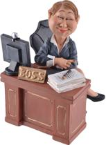 Beeldje - vrouwelijke manager - lady - boss - Warren - Stratford - baas - werkgeefster