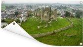 Een luchtfoto van de Ierse Rock of Cashel met groen landschap Tuinposter 60x30 cm - klein - Tuindoek / Buitencanvas / Schilderijen voor buiten (tuin decoratie)