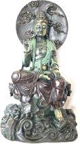 Gedetailleerde Kwan Yin zittend met mooie kleurstelling. Kwan Yin ook wel Quan Yin Guanyin of Kannon boeddha beeld fraai gekleurd 41 cm
