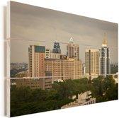 Uitzicht op de grote gebouwen van Bangalore in India Vurenhout met planken 90x60 cm - Foto print op Hout (Wanddecoratie)