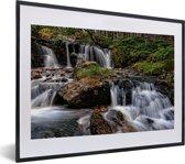 Foto in lijst - Woeste watervallen in het Nationaal park Cairngorms in Schotland fotolijst zwart met witte passe-partout klein 40x30 cm - Poster in lijst (Wanddecoratie woonkamer / slaapkamer)