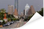 Rijdende auto's in de richting van de wolkenkrabbers in Austin Poster 120x80 cm - Foto print op Poster (wanddecoratie woonkamer / slaapkamer)