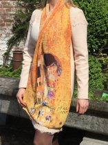 """Mooie stijlvol geweven sjaal bedrukt met print van het gekende schilderwerk """"The Kiss"""" Van Gustav Klimt"""