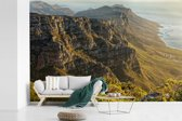 Fotobehang vinyl - Gebergte met de kustlijn van de Twaalf Apostelen in Kaapstad breedte 600 cm x hoogte 400 cm - Foto print op behang (in 7 formaten beschikbaar)