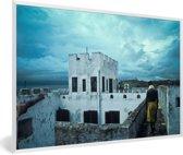 Foto in lijst - Een prachtige lucht boven Ghana's slavenforten fotolijst wit 60x40 cm - Poster in lijst (Wanddecoratie woonkamer / slaapkamer)