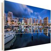 De hotels van Honolulu weerspiegelen in het blauwe water in Hawaï Vurenhout met planken 90x60 cm - Foto print op Hout (Wanddecoratie)