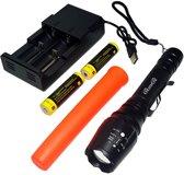 QuniQ Led Traffic zaklamp verkeersregelaars lamp oplaadbaar 2X 3,7V (7,4V) li-ion 18650 accu XML - T6 met opzet kegel en dual usb lader