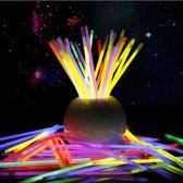 XL Glow In The Dark Sticks - Breekstaafjes - Armband Kniklichtjes - Lichtgevende Breeklichtjes Breaklights - Glowsticks - 100 Stuks