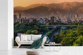 Fotobehang vinyl - Groene bebossing in de Iraanse stad Teheran breedte 360 cm x hoogte 240 cm - Foto print op behang (in 7 formaten beschikbaar)