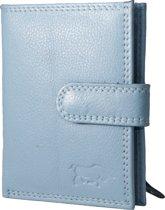 Pasjeshouder met RFID bescherming (anti skim) van Arrigo gemaakt van soepel lichtblauw rundleer. Deze mini portemonnee heeft ruimte voor 26 pasjes, briefgeld en een handig kleingeld vakje met rits