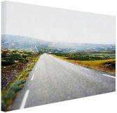 FotoCadeau.nl - Uitzicht op een landweg Canvas 120x80 cm - Foto print op Canvas schilderij (Wanddecoratie)