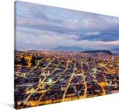 De stad van Quito in Zuid-Amerika tijdens de schemering Canvas 90x60 cm - Foto print op Canvas schilderij (Wanddecoratie woonkamer / slaapkamer)