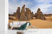 Fotobehang vinyl - Indrukwekkend gesteente in het Nationaal park Tassil n'Ajjer breedte 450 cm x hoogte 300 cm - Foto print op behang (in 7 formaten beschikbaar)