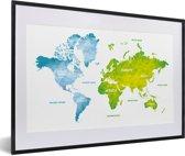 Foto in lijst - Groen en blauwe wereldkaart op een witte achtergrond fotolijst zwart met witte passe-partout 60x40 cm - Poster in lijst (Wanddecoratie woonkamer / slaapkamer)