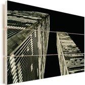 Een zwart-wit foto van het World trade center in de nacht Vurenhout met planken 160x120 cm - Foto print op Hout (Wanddecoratie) XXL / Groot formaat!