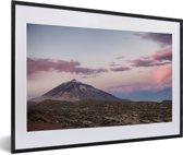 Foto in lijst - Teide vulkaan bij zonsopgang in het Nationaal park Teide in Spanje fotolijst zwart met witte passe-partout 60x40 cm - Poster in lijst (Wanddecoratie woonkamer / slaapkamer)