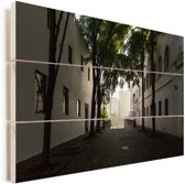 Een donkere straat in Santo Domingo Vurenhout met planken 30x20 cm - klein - Foto print op Hout (Wanddecoratie)