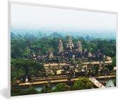 Foto in lijst - Luchtfoto van de tempel van Angkor Wat in Cambodja fotolijst wit 60x40 cm - Poster in lijst (Wanddecoratie woonkamer / slaapkamer)