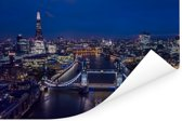 De Tower Bridge verlicht in de nacht in Engeland Poster 90x60 cm - Foto print op Poster (wanddecoratie woonkamer / slaapkamer)