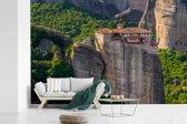 Fotobehang vinyl - Mooie groene omgeving bij de Meteora kloosters breedte 360 cm x hoogte 240 cm - Foto print op behang (in 7 formaten beschikbaar)