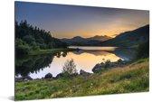 Prachtige zonsondergang achter de bergen in Snowdonia Aluminium 120x80 cm - Foto print op Aluminium (metaal wanddecoratie)