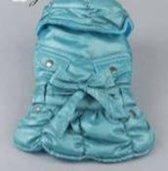 Jas gevoerd met kraag en versiering in de kleur blauw