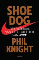 Boek cover Shoe Dog van Phil Knight (Paperback)