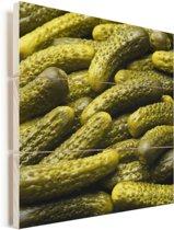 Prachtige augurken op een hoop Vurenhout met planken 20x20 cm - klein - Foto print op Hout (Wanddecoratie)