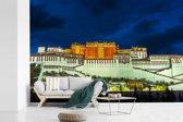 Fotobehang vinyl - Vooraanzicht van het mooie Potala-paleis in Lhasa breedte 420 cm x hoogte 280 cm - Foto print op behang (in 7 formaten beschikbaar)