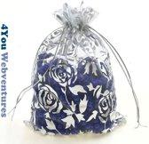 50x Witte Tulle Organza zakjes 10 x 15 cm met trekkoordje. Snoepzakjes – cadeauzakjes – trouwerij – trouwfeest – babyshower – roze – wit met zilverkleurige rozen opdruk