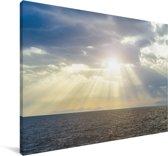 De zonnestralen schijnen over het donkere water Canvas 140x90 cm - Foto print op Canvas schilderij (Wanddecoratie woonkamer / slaapkamer)