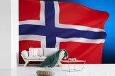 Fotobehang vinyl - De nationale vlag van Noorwegen breedte 450 cm x hoogte 300 cm - Foto print op behang (in 7 formaten beschikbaar)