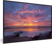 Foto in lijst - Een kleurrijke zonsondergang bij de zee fotolijst zwart 60x40 cm - Poster in lijst (Wanddecoratie woonkamer / slaapkamer)