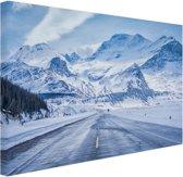 Besneeuwde bergen Canvas 80x60 cm - Foto print op Canvas schilderij (Wanddecoratie woonkamer / slaapkamer)