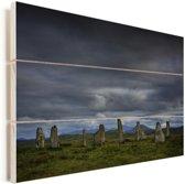 De Schotse Calanais Standing Stones met een donkere hemel Vurenhout met planken 60x40 cm - Foto print op Hout (Wanddecoratie)