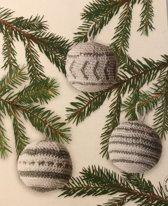 DecoTime maak jouw eigen gehaakte kerstballen haken in het wit en zilver