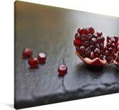 Close up van een granaatappel Canvas 30x20 cm - klein - Foto print op Canvas schilderij (Wanddecoratie woonkamer / slaapkamer)