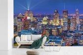 Fotobehang vinyl - Skyline tijdens zomernacht in het Canadese Montreal breedte 420 cm x hoogte 280 cm - Foto print op behang (in 7 formaten beschikbaar)