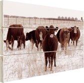 FotoCadeau.nl - Kudde koeien in een sneeuwveld Hout 120x80 cm - Foto print op Hout (Wanddecoratie)