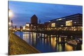 Verlichting in de avond in de Duitse stad Duisburg Aluminium 90x60 cm - Foto print op Aluminium (metaal wanddecoratie)