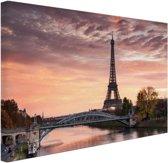 FotoCadeau.nl - De ochtendschemering over Parijs Canvas 80x60 cm - Foto print op Canvas schilderij (Wanddecoratie)