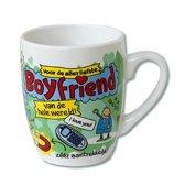 Verjaardag - Cartoon Mok - Voor de allerliefste boyfriend van de wereld - Gevuld met een toffeemix - In cadeauverpakking met gekleurd krullint