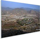 Helder blauwe hemel boven Lima Plexiglas 90x60 cm - Foto print op Glas (Plexiglas wanddecoratie)