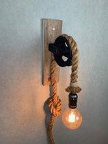 Wandlamp met katrol/touwlamp