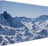 Besneeuwde bergen in de winter Canvas 120x80 cm - Foto print op Canvas schilderij (Wanddecoratie woonkamer / slaapkamer) / Natuur Canvas Schilderijen