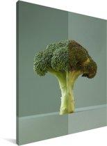 Een groene broccoli met een lichtgroene achtergrond Canvas 120x160 cm - Foto print op Canvas schilderij (Wanddecoratie woonkamer / slaapkamer) XXL / Groot formaat!