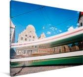 Een gekleurde tram in de Duitse stad Augsburg Canvas 180x120 cm - Foto print op Canvas schilderij (Wanddecoratie woonkamer / slaapkamer) / Europese steden Canvas Schilderijen XXL / Groot formaat!